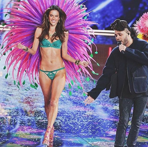 RT @AngelAlessandra: ???????????? Tonight's the night! #VSFashionShow airs on #cbs #10pm !!! @victoriassecret #soexcited https://t.co/Qw58Fg24FR