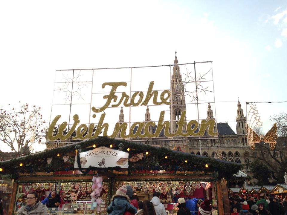 A4: Loved Vienna during our Christmas market #cruise! #CruiseChat https://t.co/HDNbU8DPzw