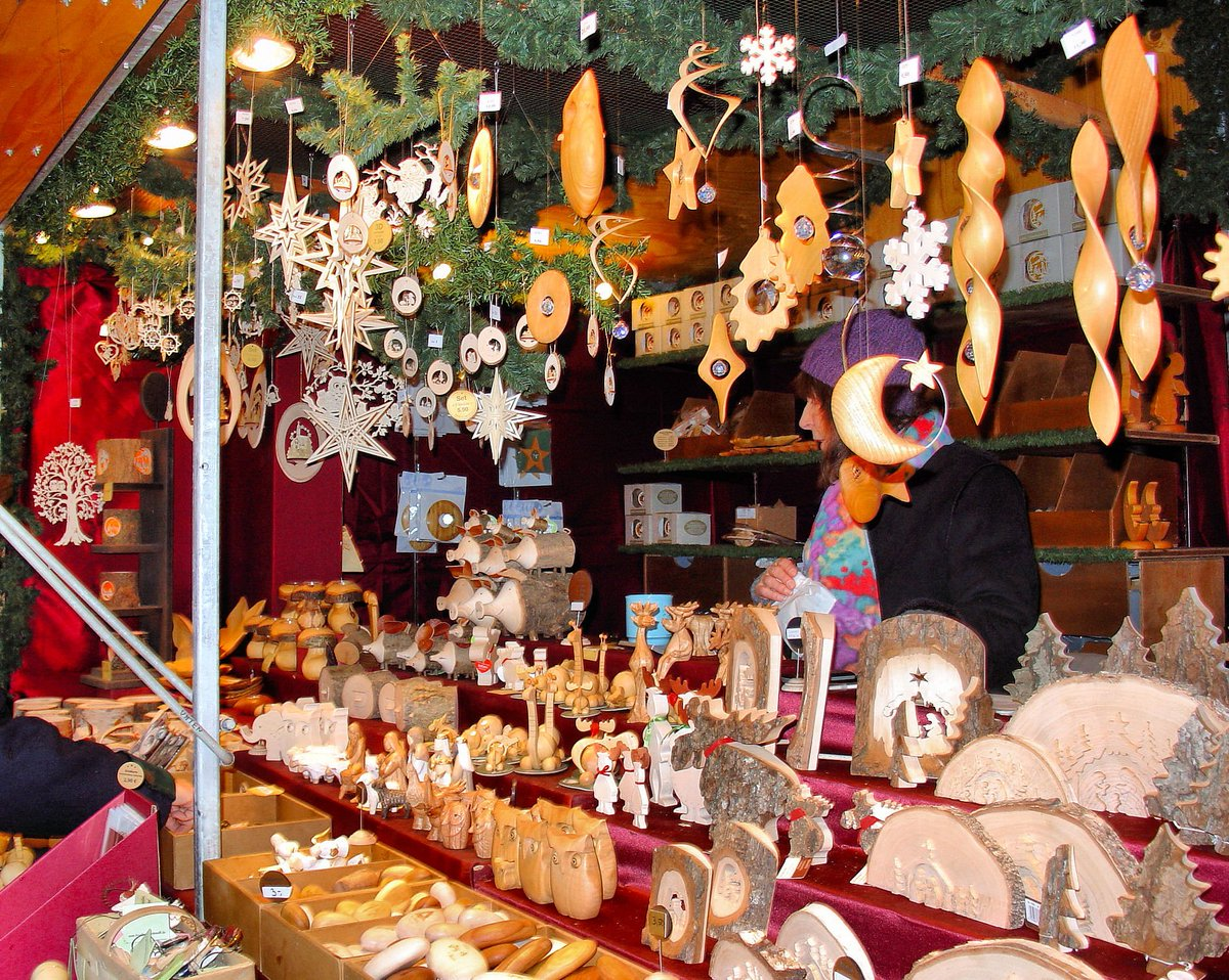 A5. Handcrafted ornaments! #CruiseChat #VikingSocial https://t.co/ObJeseA55I