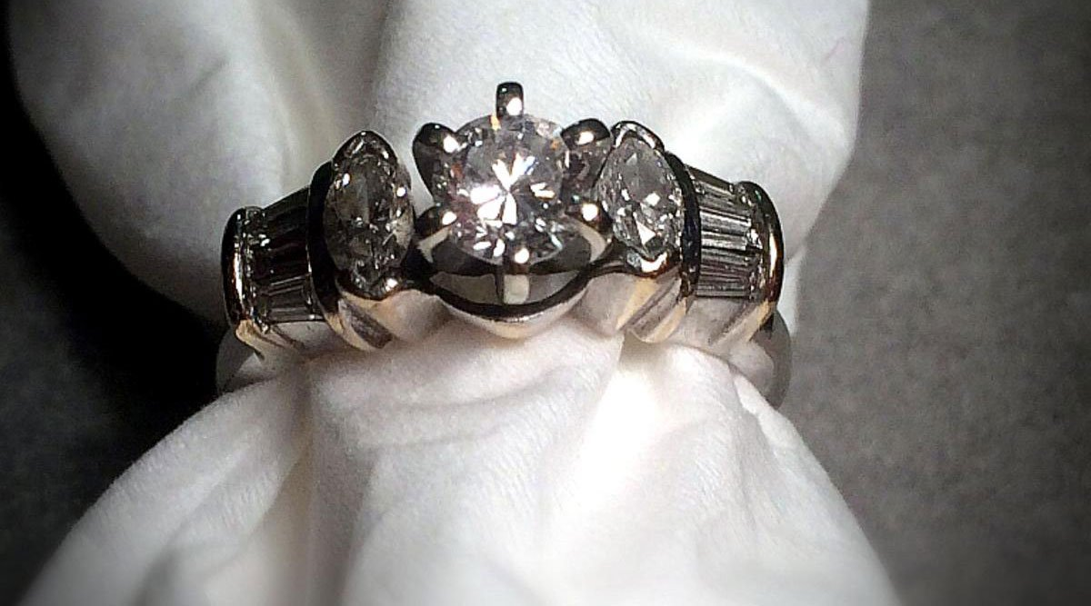 Wedding engagement ring valued at $3 500 dropped in salvation army kettle