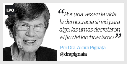 """#Columna: """"El traspaso de mando que Cristina nos robó"""", por @drapignata https://t.co/DghJeIsR3o https://t.co/N0NeaC1qKa"""