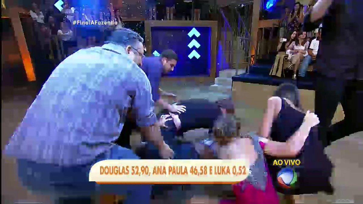 Douglas teve 52,9% dos votos, Ana Paula, 46,58%, e Luka, 0,52%. #FinalAFazenda #AFazenda https://t.co/cvc5tepc2e