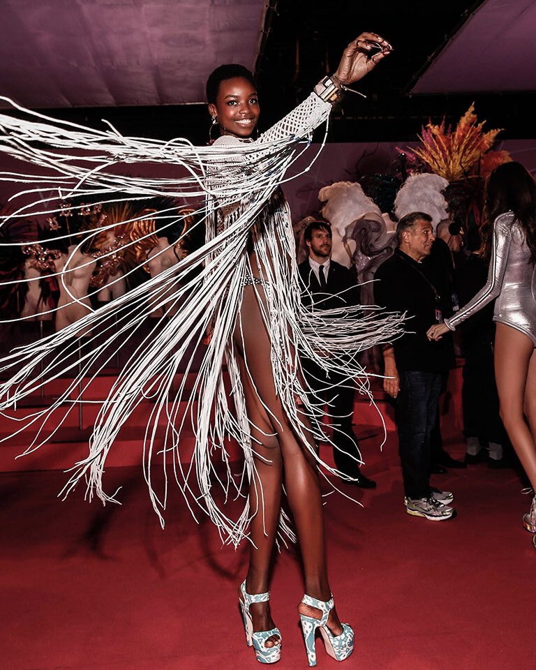 This look on @IamMariaBorges = EVERYTHING ????. #VSFashionShow #BohoPsychedelic https://t.co/ZFsCNalUkt