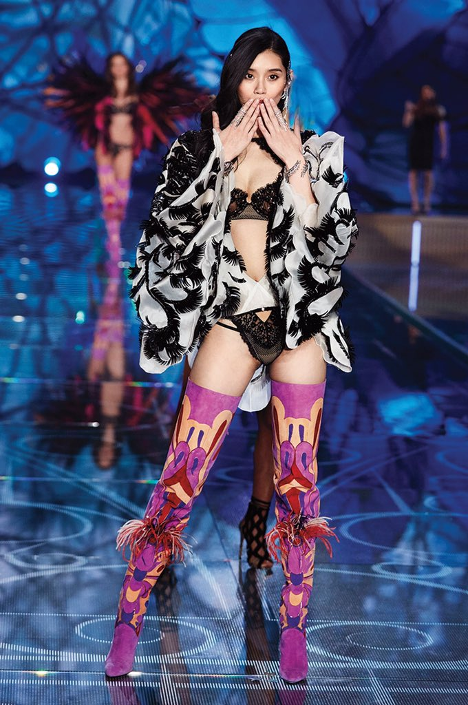 Loving @mengyaoxi's #VSFashionShow look as much as we are? Shop it: https://t.co/NJ4Nq89Pdm https://t.co/DxzNb5JBHi