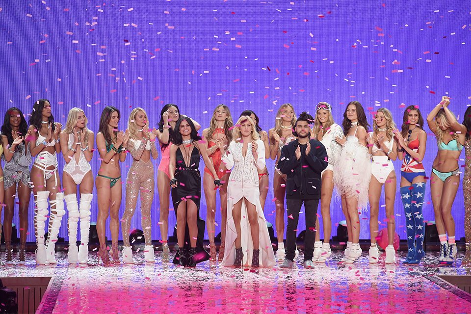 WHAT?? IT'S OVER?? ???? #VSFashionShow https://t.co/CaE3WYppVS