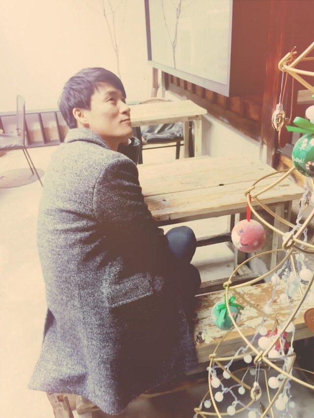 #크리스마스 와 어울리는 배우는  #최재웅 아닙니까 #분위기깡패 #훈훈스멜 #인터뷰사진_요정도 https://t.co/nFUYiek3dk