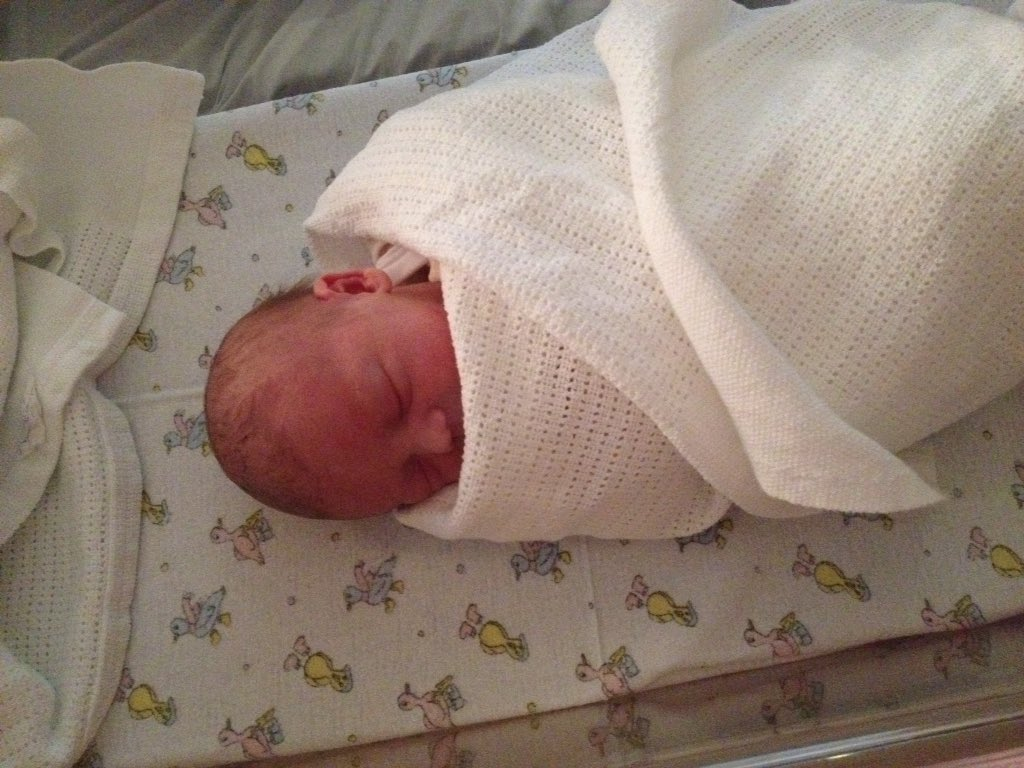 May I introduce poppy Isobel born on her due date yesterday, 6lb4 and beautiful xx https://t.co/grM3lK3HUW