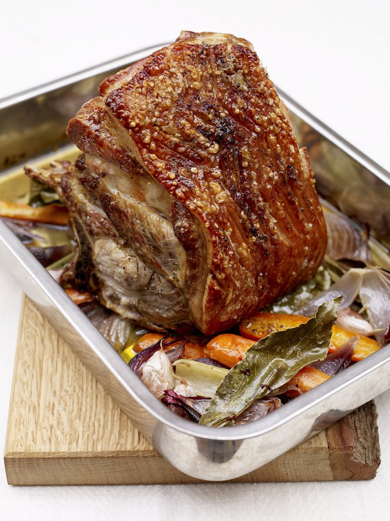 #RecipeoftheDay - This slow-roast pork with crunchy crackling is well worth the wait! https://t.co/HMRgFoonA0 https://t.co/qN0MEjjX9c