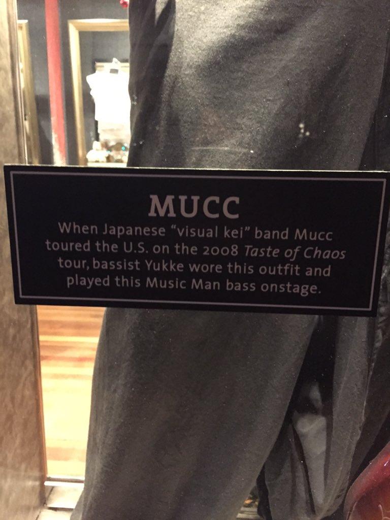 !? RT @鍵垢: マレーシアのハードロックカフェにムックのゆっけの衣装飾ってあったよ?!?!?! https://t.co/MdV3ri0nPm