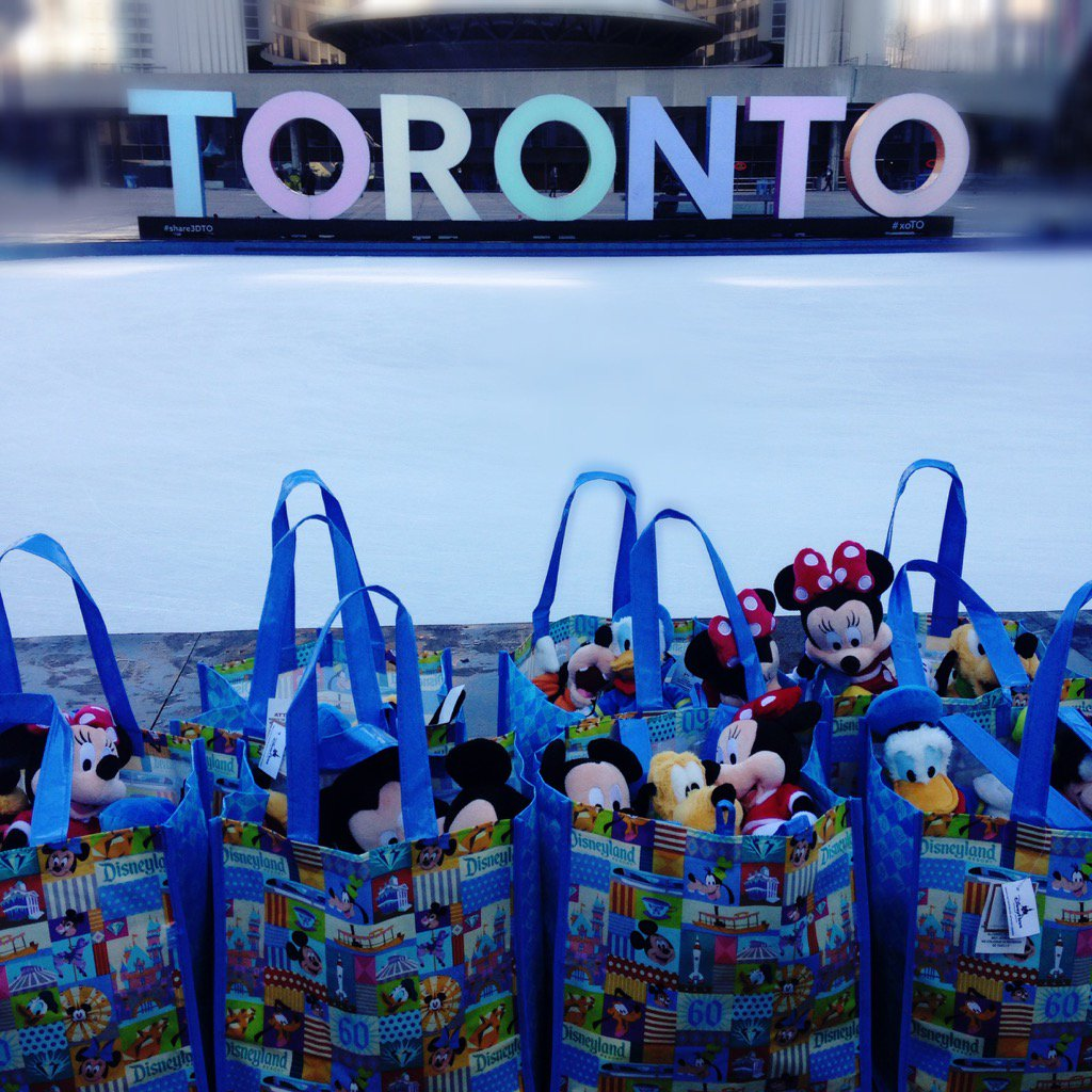Handing out Disney treats at Nathan Phillips Square to support #WestJetChristmas https://t.co/b26AZhnrG7