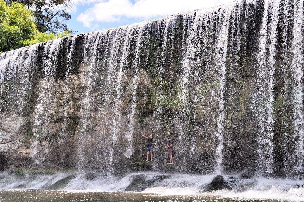 Walk through waterfalls. #NZMustDo  [📍Rere Falls, Gisborne. 📷: IG/ clemadventure] https://t.co/ogvNQzpTt4