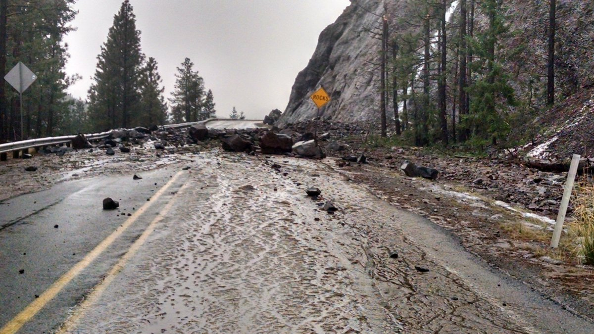...and this is the scene on US 12, east of White Pass. https://t.co/0ltRf9JJBb