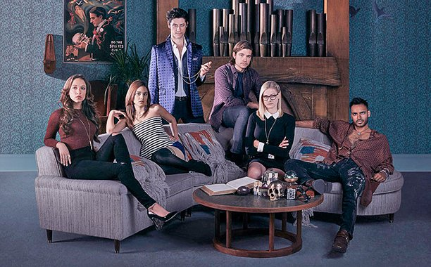 Syfy is airing a special early showing of TheMagicians pilot: 🙌
