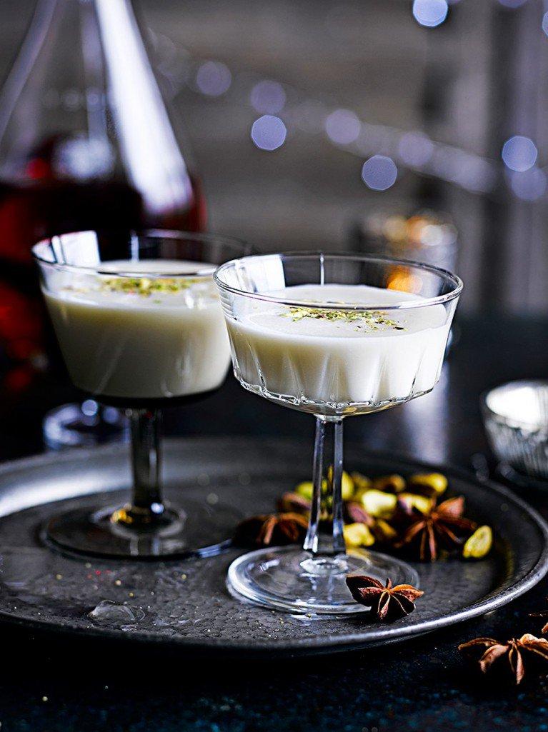 #RecipeoftheDay - a gorgeous Christmas Alexander. Enjoy this cocktail as a festive treat! https://t.co/qyug9EkHyl https://t.co/IUAYkhmMfb
