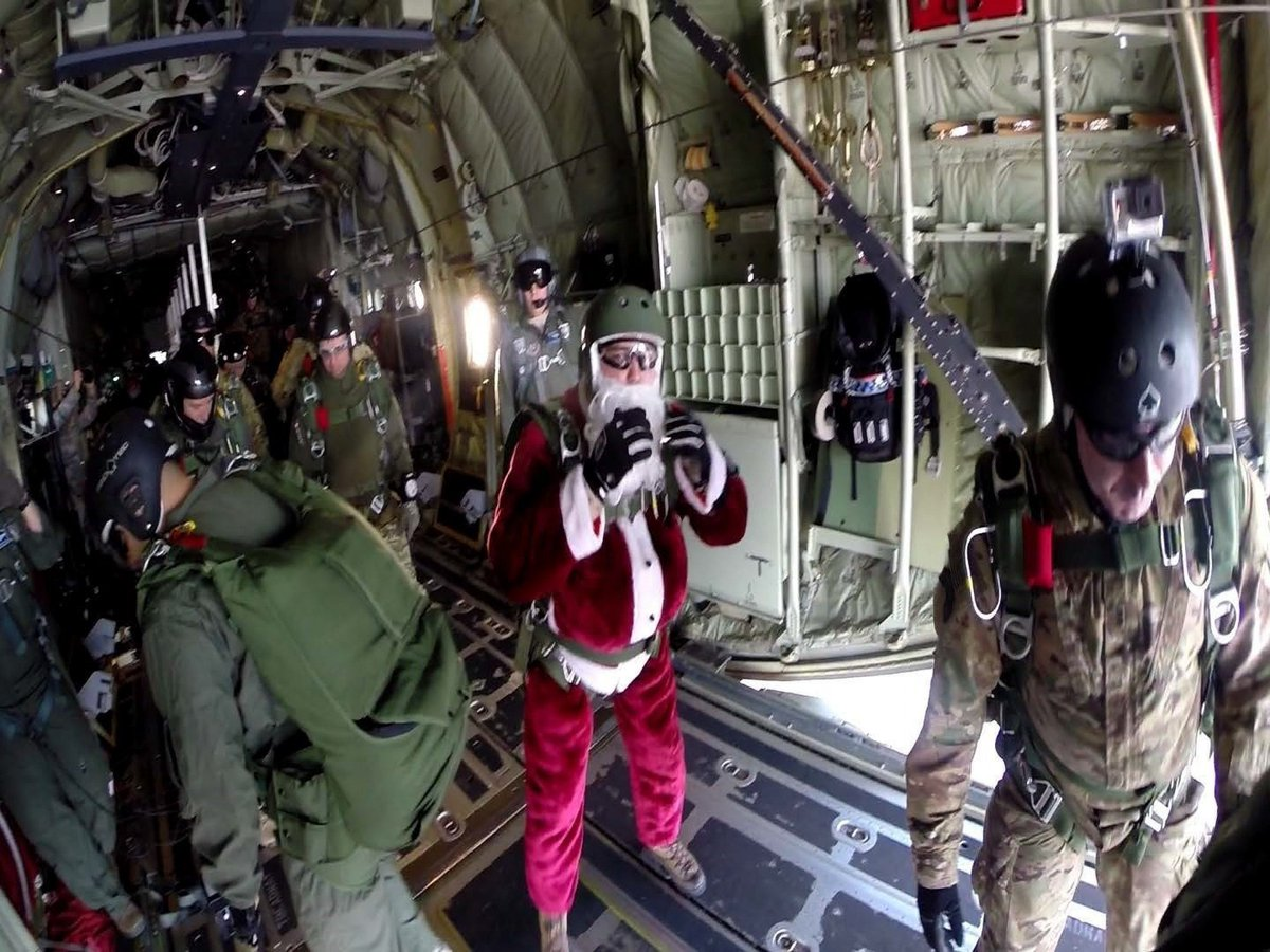 #ICYMI: #NATO #Paratroopers deliver toys during #OperationToyDrop https://t.co/N591QekkMp #Santa #Holidays https://t.co/BL1GLgPwCl