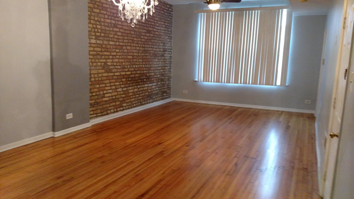 Apartment for rent #logansquare - 2.5/1 +gated parking. Please RT. https://t.co/5qUfDPDVBN