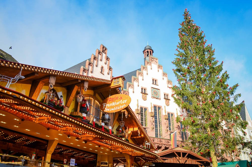 Touring the Frankfurt Christmas Market #TravelTuesday @Lufthansa_USA #LufthansaTravels #ad ✈ https://t.co/EVA6DP2axQ https://t.co/8evV5uxrnq