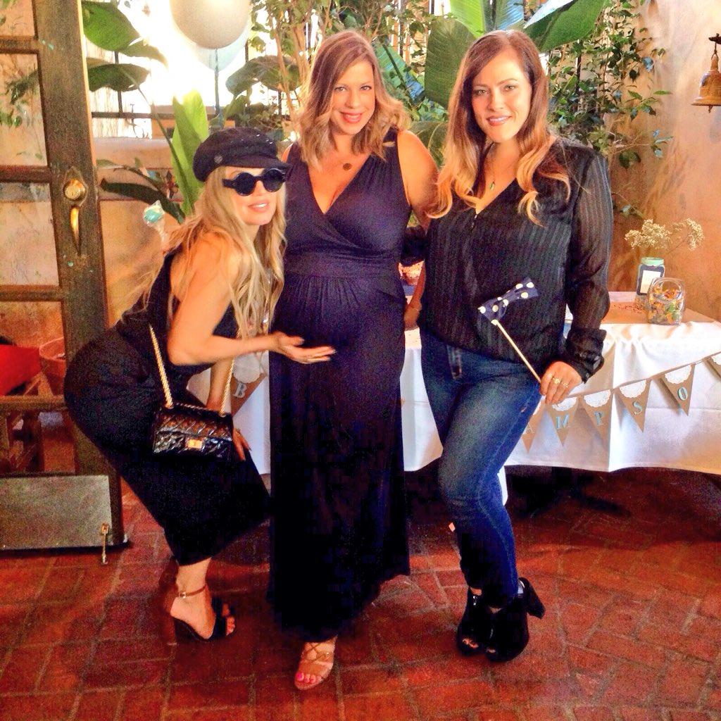 RT @JennMelby: Her humps, her humps, her lovely #babybump. ????????????????  #tbt #sampsonsprinkle #fergie #squadgoals https://t.co/gBMWLth2m4 https://…
