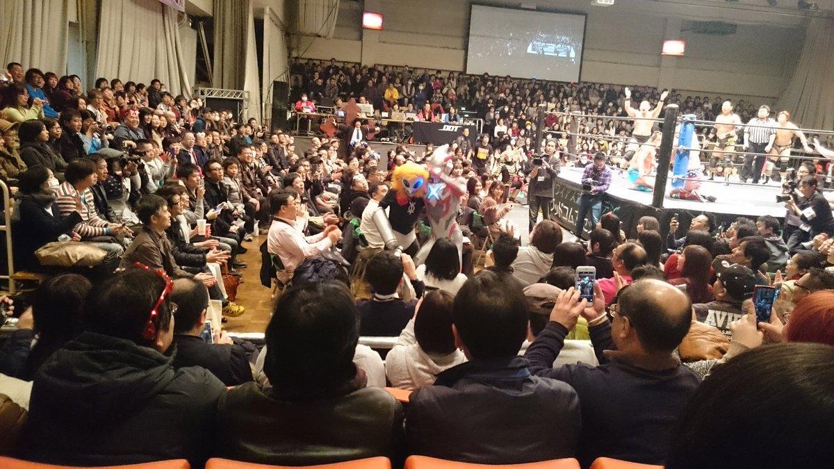 DDTプロレスのリングにウルトラマンXが!! #ddtpro https://t.co/2TdN4APQJR
