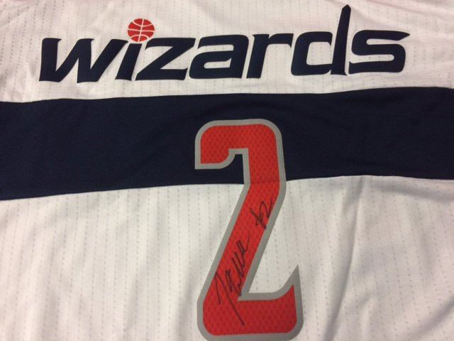 Want to win this signed @JohnWall jersey? Just retweet this and we'll pick a winner at random!  John Wall #NBAVote https://t.co/q6Y9bdwXxK