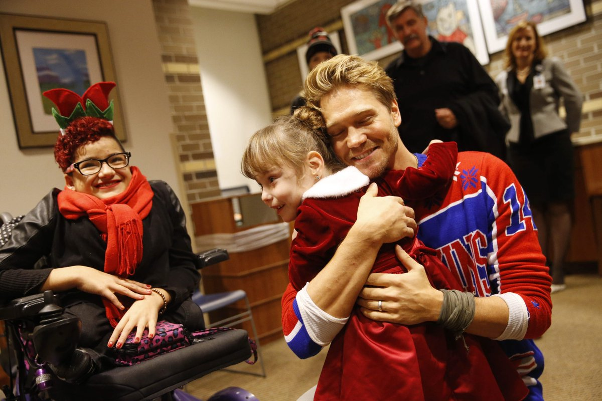 Actor Chad Michael Murray visits Women & Children's Hospital, donates $20,000 https://t.co/GsbgIq3qBO https://t.co/NtbbwbA71c