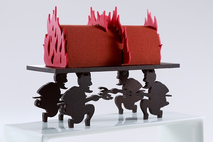 ジャン=ポール・エヴァンのクリスマスケーキが文字通り攻めてる 「炎が燃え上がる地獄をモチーフにした」ってなんでやねん… /K https://t.co/817JUyOWhW