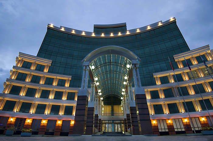 Здания Пенсионного фонда в различных городах России. Так выглядит кризис пенсионной системы https://t.co/JyLGIy6tCq https://t.co/wsw47PX0FX