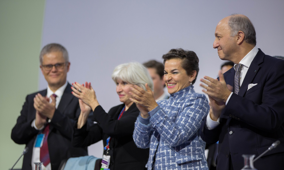 So happy we now have an ambitious, fair and inclusive #ParisAgreement https://t.co/YIysPyBRLi #COP21 https://t.co/CkUnaaojwv