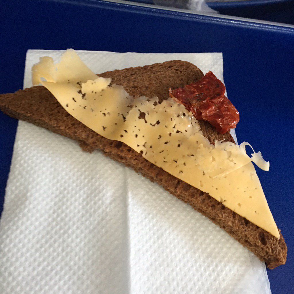 An @aeroflot cheese sandwich, or: everything you need to know about #sanctions in #Russia in one photo. https://t.co/g7ORskMQJl