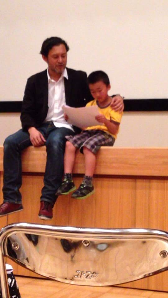 好きな俳優さんはだれかの質問に横田栄司さんと書いた息子、彼と一緒に台詞読みしたあとに舞台デビューして願いが叶ったから幸運の人でもあるらしい https://t.co/Te2vHVUSZW