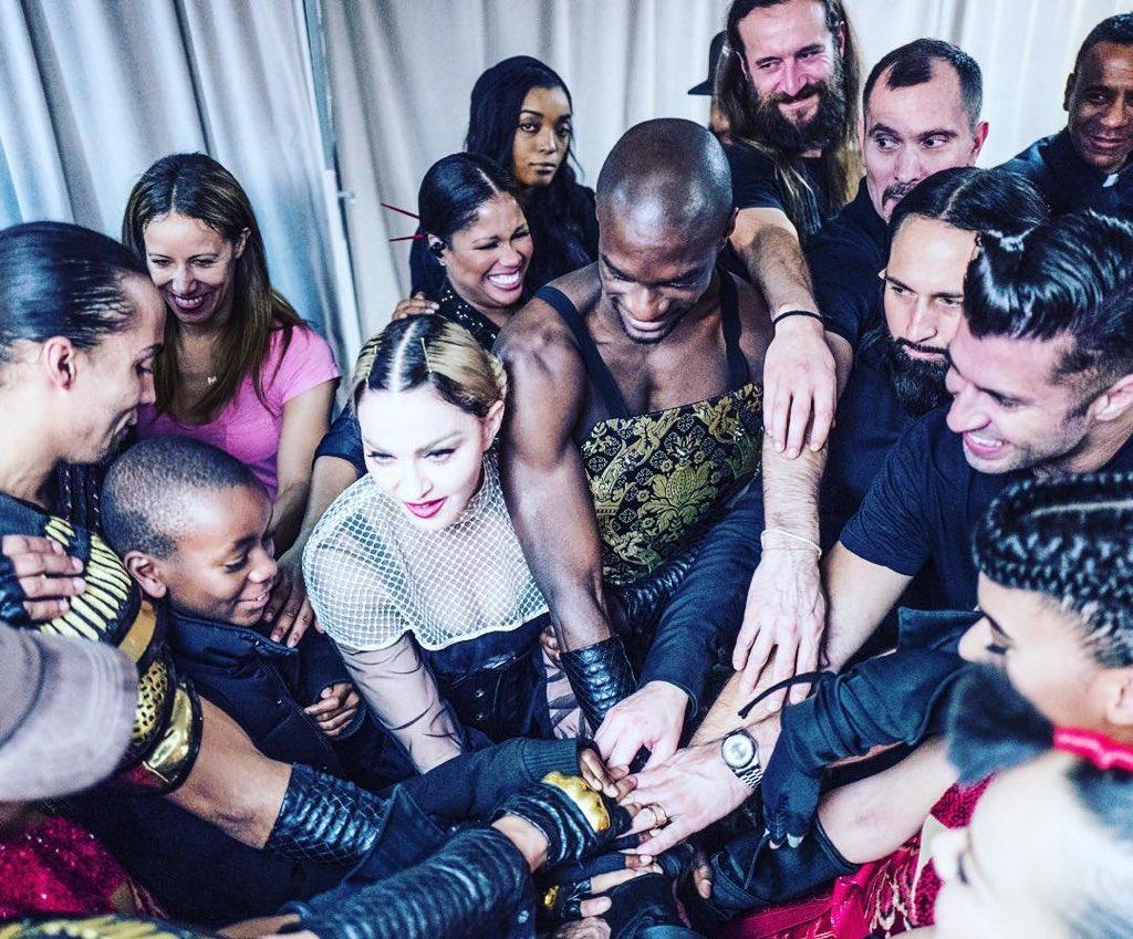 First we Pray and then we play????????thank you Zurich.????????????..........till We Die‼️.❤️.❤️ #rebelhearttour. @JRart https://t.co/lWb8hhtKri