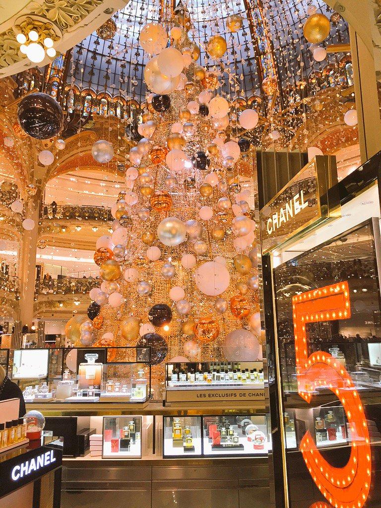 Christmas Shopping in Paris ????????????✨???? https://t.co/waQDZYBYaq