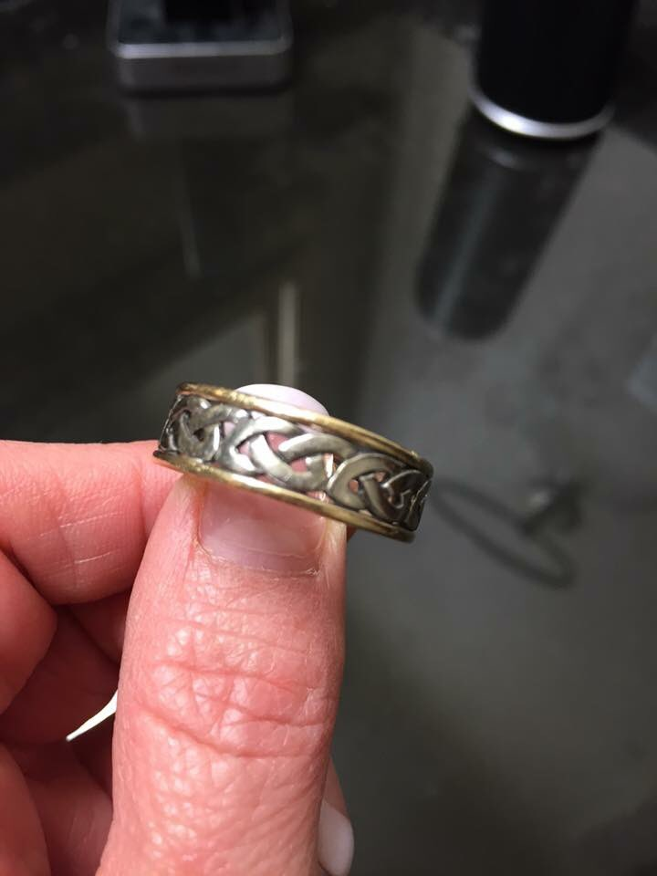 @Ravens fans! My friend lost her wedding band at the game today. Please RT & help her find it?! TY! https://t.co/iWT3PsrOeK