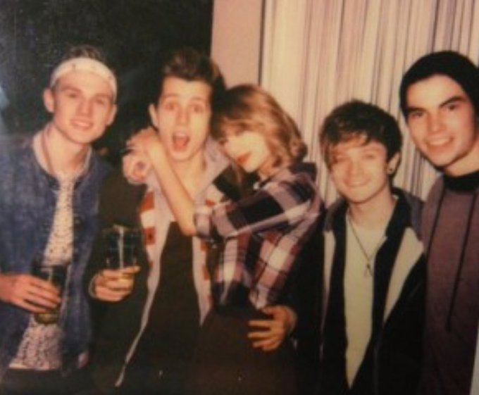 Los chicos con Taylor Swift. Happy bday