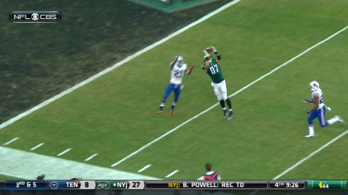 Sam Bradford gets credited with an  interception on this play. #Eagles https://t.co/HTBCNUBCjb