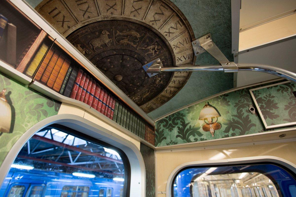 Сегодня в нашей Мобильной библиотеке появились Вагоны таинственных и фантастических историй