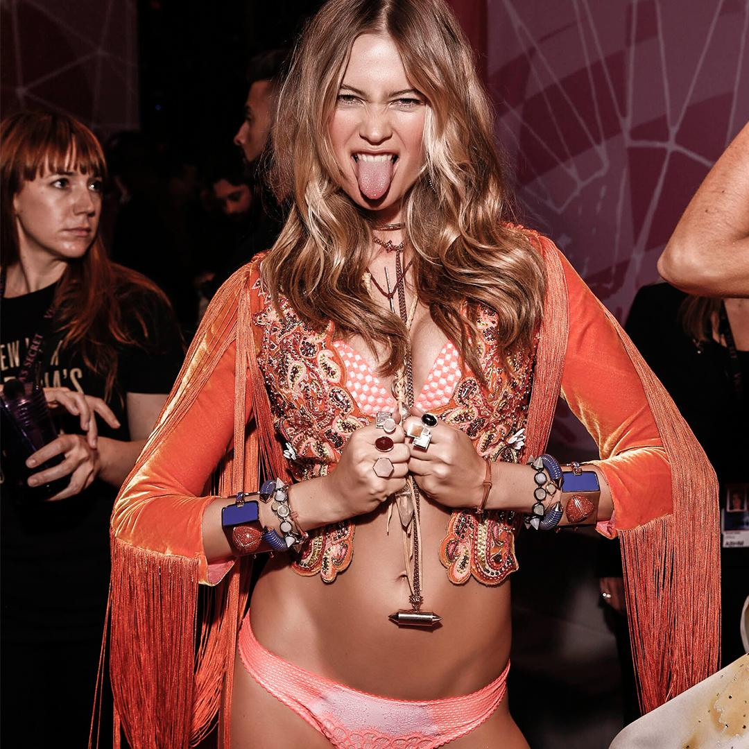ONCE just isn't enough…watch the #VSFashionShow again, TONIGHT at 8/7c on @CW_network! https://t.co/cIHJhVRg5P