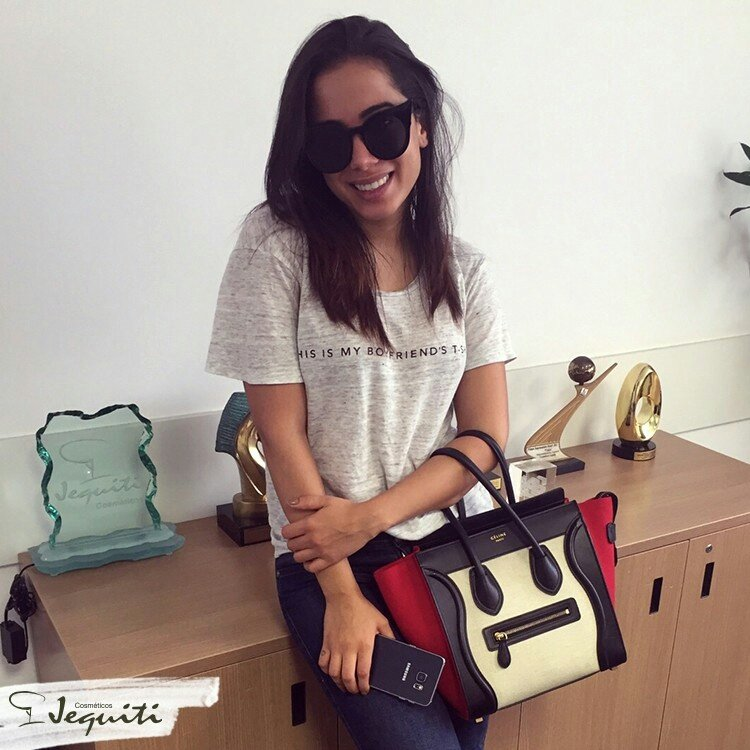 Pre-pa-ra que ela está chegando! A @anitta é a mais nova celebridade da #Jequiti, ano que vem tem novidade por aqui https://t.co/YijOOBpnws