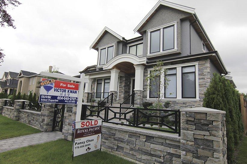Blame hot housing markets. Canadian household debt level hits record high   https://t.co/Kj25nE8GT0