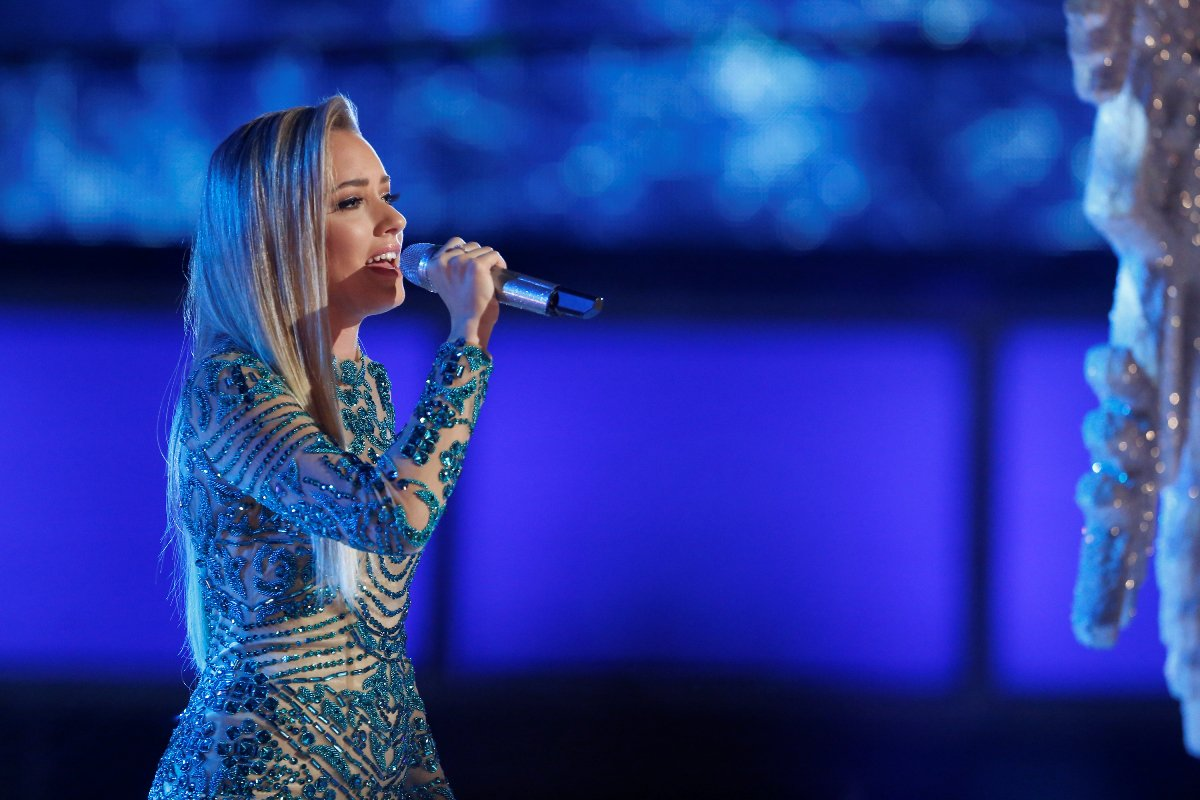 """Knoxville's Emily Ann Roberts goes for the win on """"The Voice."""" @emilyann_music @NBCTheVoice https://t.co/KkSbAHDTDF https://t.co/st9W877evG"""