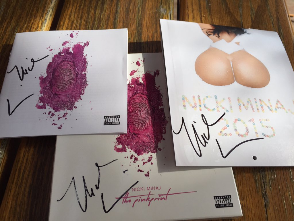 RT @Salas369: A year ago today!:) #1YearOfThePinkPrint @NICKIMINAJ https://t.co/W3iUjLcmdE