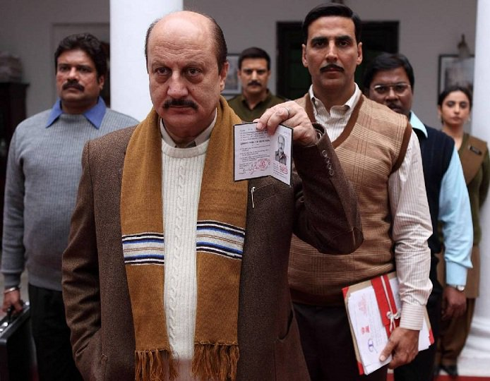 First images of CBI officials outside @ArvindKejriwal 's office. #Exclusive