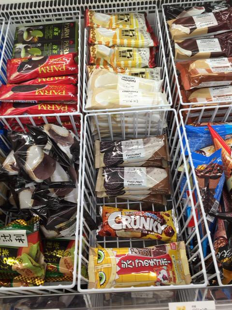 マツコの番組見て最寄りのファミマに行ったら、クッキー&クリームの減りが明らかに顕著だった https://t.co/jKaKuDeiik