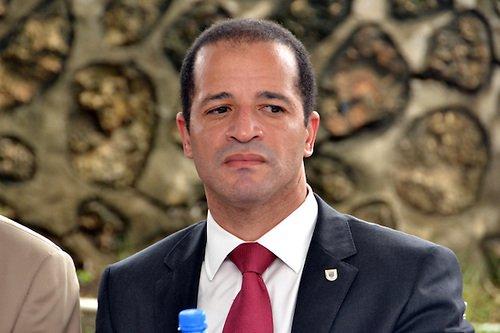 Matan a tiros a alcalde Juan de los Santos @juandelossanto https://t.co/sb4DoVXbRZ #asesinato #FEDOMU https://t.co/RYrjILSvqa
