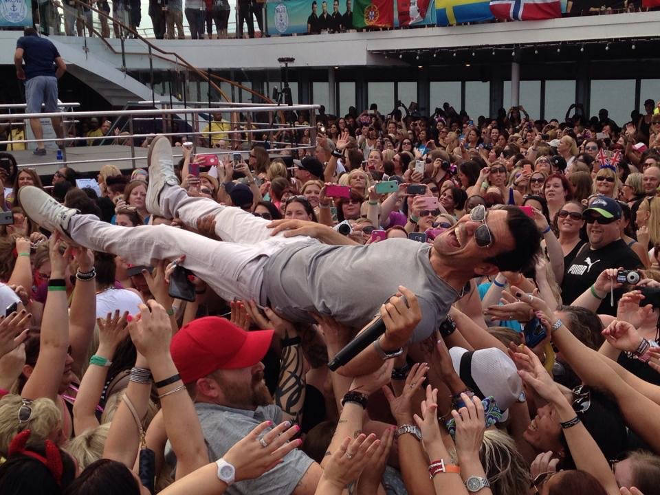 A4: Impossible to pick a favorite pic, but love this one of @jordanknight on the #NKOTB #cruise! #CruiseChat https://t.co/Dns0HtAq4Q