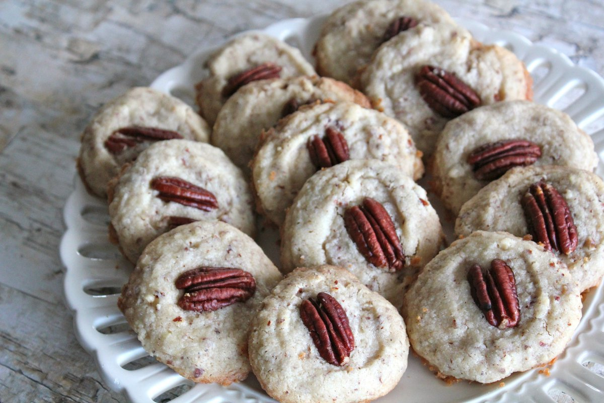 Pecan thumbprint cookies pair well with @bigelowtea. #Recipe on the blog #MeAndMyTea #ad https://t.co/COC82wIhdC https://t.co/8o801yjdTq