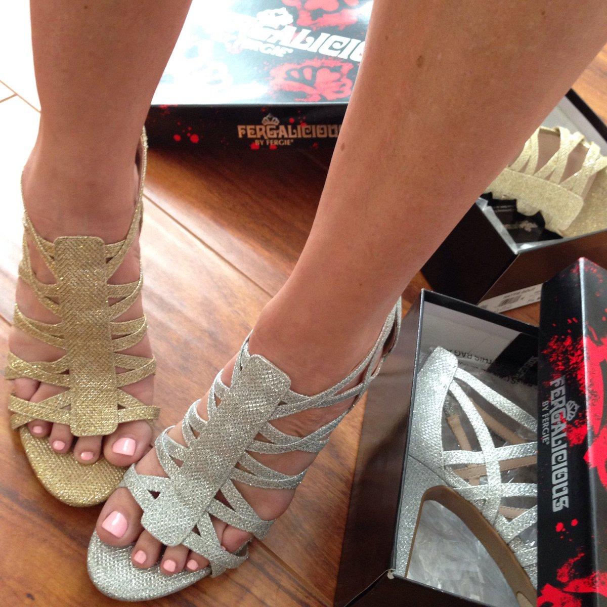 RT @FergaliciousBF: #WhatsAGirlToDo when she has 2 #perfectpairs of #partyshoes?! #fergalicious #shoefie #fergie https://t.co/fsZbCj58Xu ht…