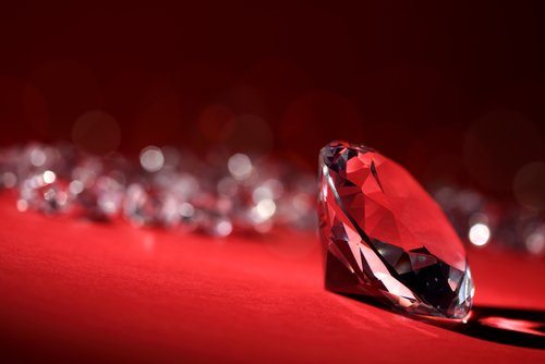 Worth a million dollars per carat, the red diamond is the most expensive gem in the world. https://t.co/oT1TgDIwZv https://t.co/SqowvGGOw6