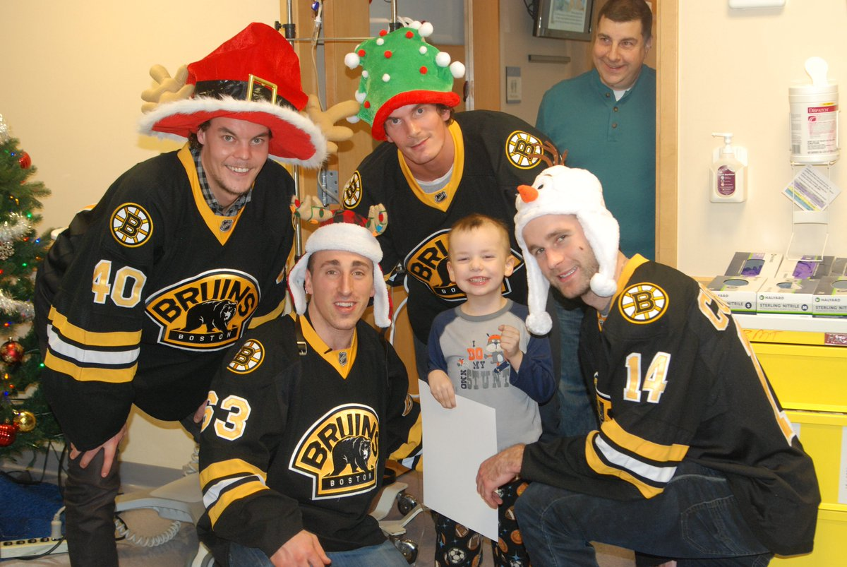 Thanks to @BostonBruinsNHL players @Bmarch63, @tuukkarask, @bconnolly8 and Loui Eriksson for visiting our patients! https://t.co/PQEKcN7di4
