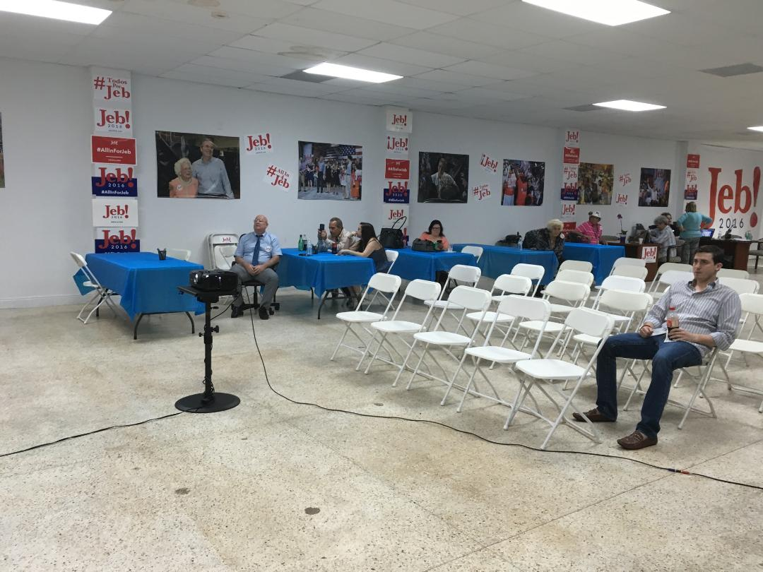 Source sends pic of scene at Jeb Miami debate-watching party: https://t.co/RsZJpEVSuq